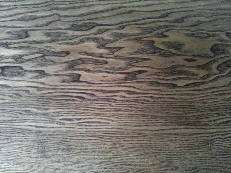 Geliefde Eiken (?) tafelblad donker beitsen met behoud van nerf IR26
