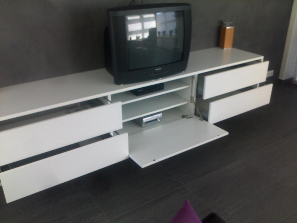 Meubels Wit Verven : Zelf spuiten van meubels